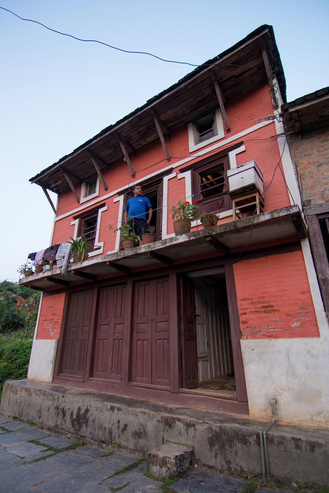 posts-slides-lee-returns-nepal-01