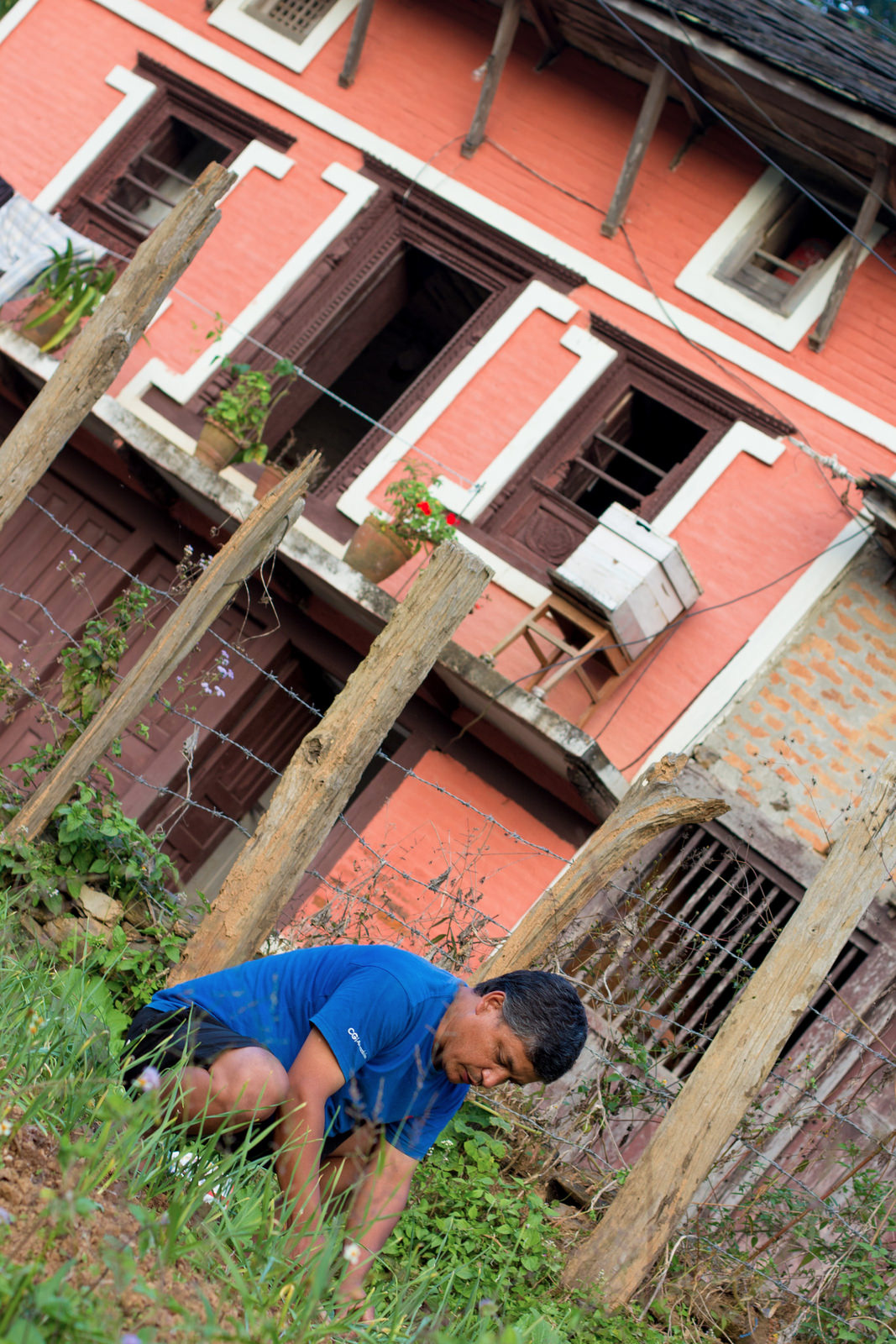 posts-slides-lee-returns-nepal-02