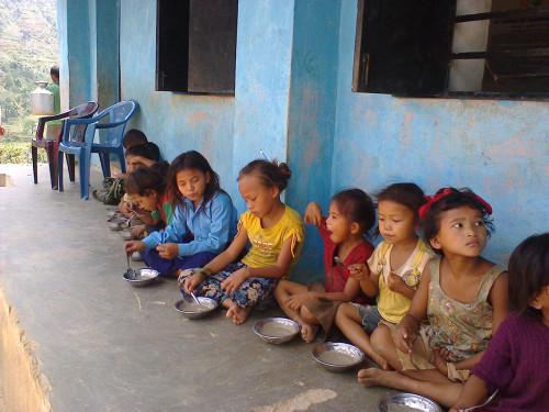2014-06_Children eating khaja 2