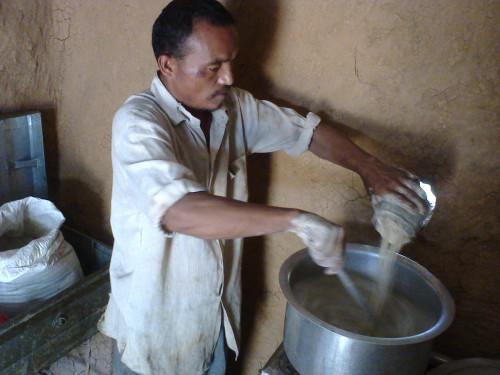 2014-06_Kumar preparing khaja